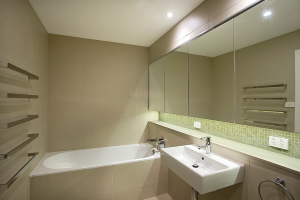 Birchgrove Home - Bathroom